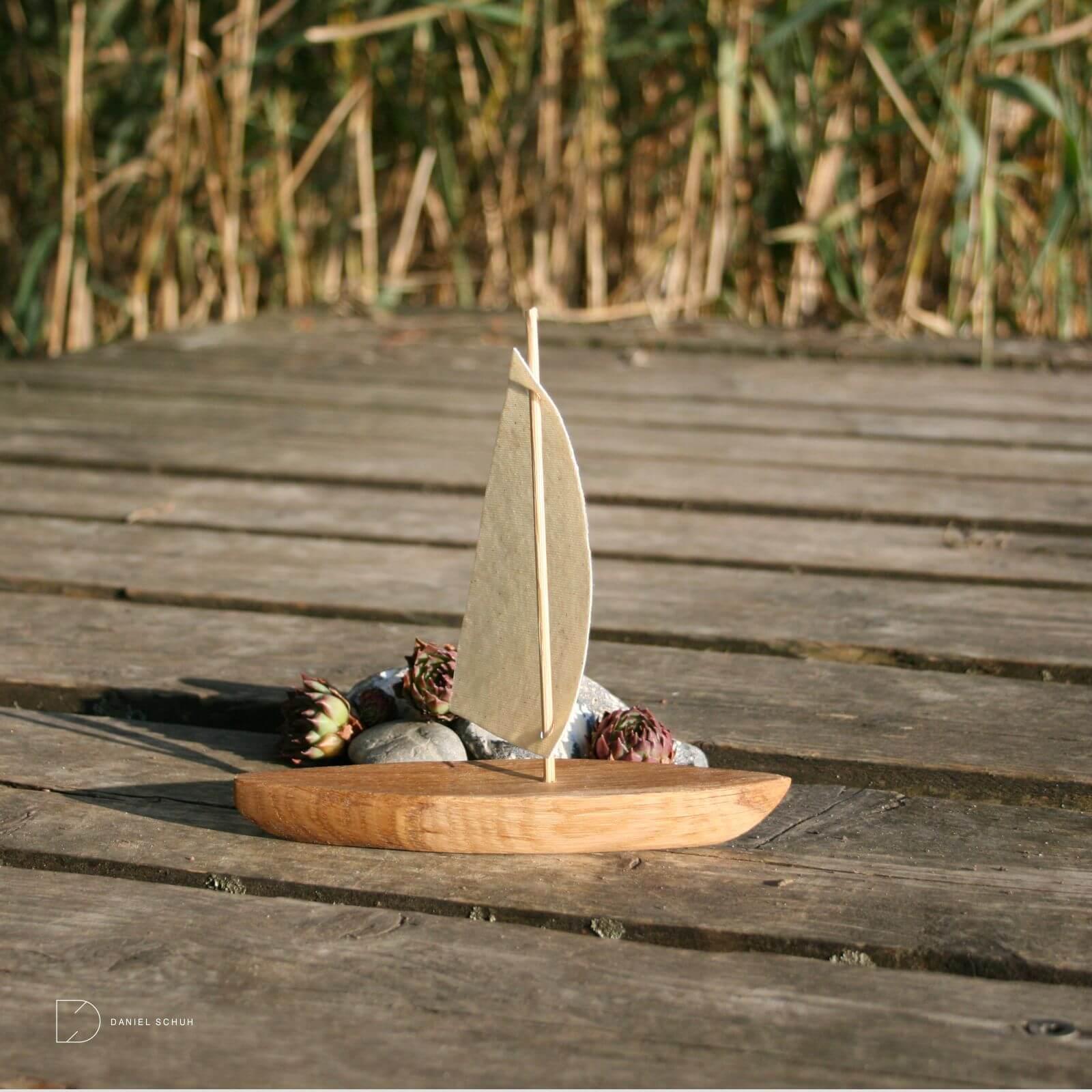 holzboot-deko-boot-segelschiff-schiffchen-segelboot-wohnideen