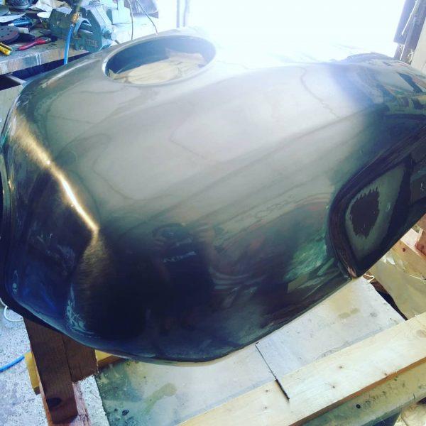 stahltank-motorrad-transparent-beschichtung-lackierung