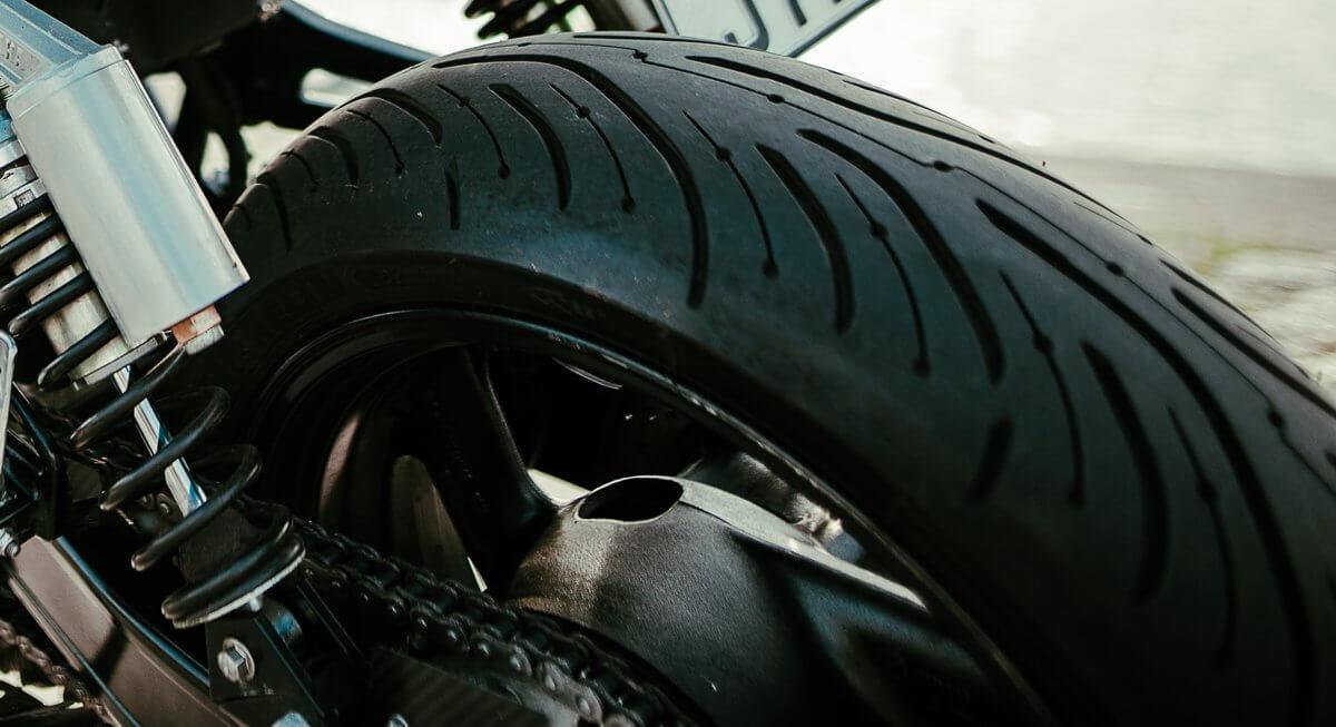 motorradreifenwahl-yamaha-xjr